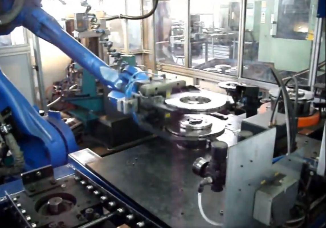 Robotska stanica za balansiranje manipulaciju, kontrolu i označavanje kočionih diskova
