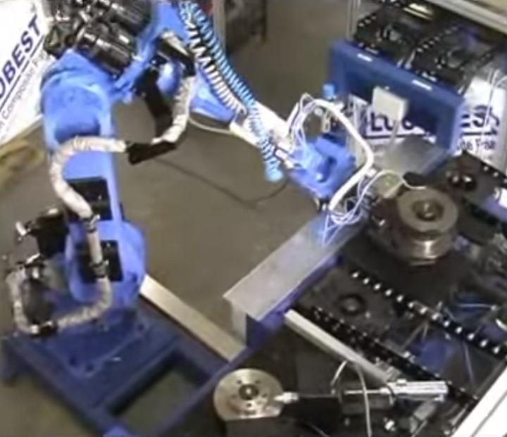 Robotska stanica za manipulaciju, kontrolu i označavanje kočionih diskova